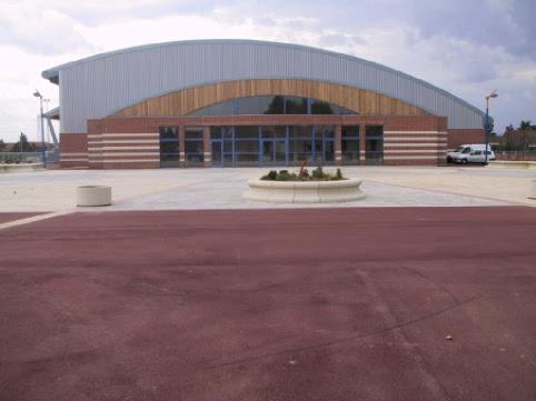 Pose d'un enrobé rouge - Salle des sports Blaringhem - Collectivités